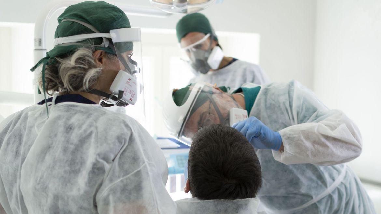 La salute del cavo orale può prevenire le forme gravi di covid